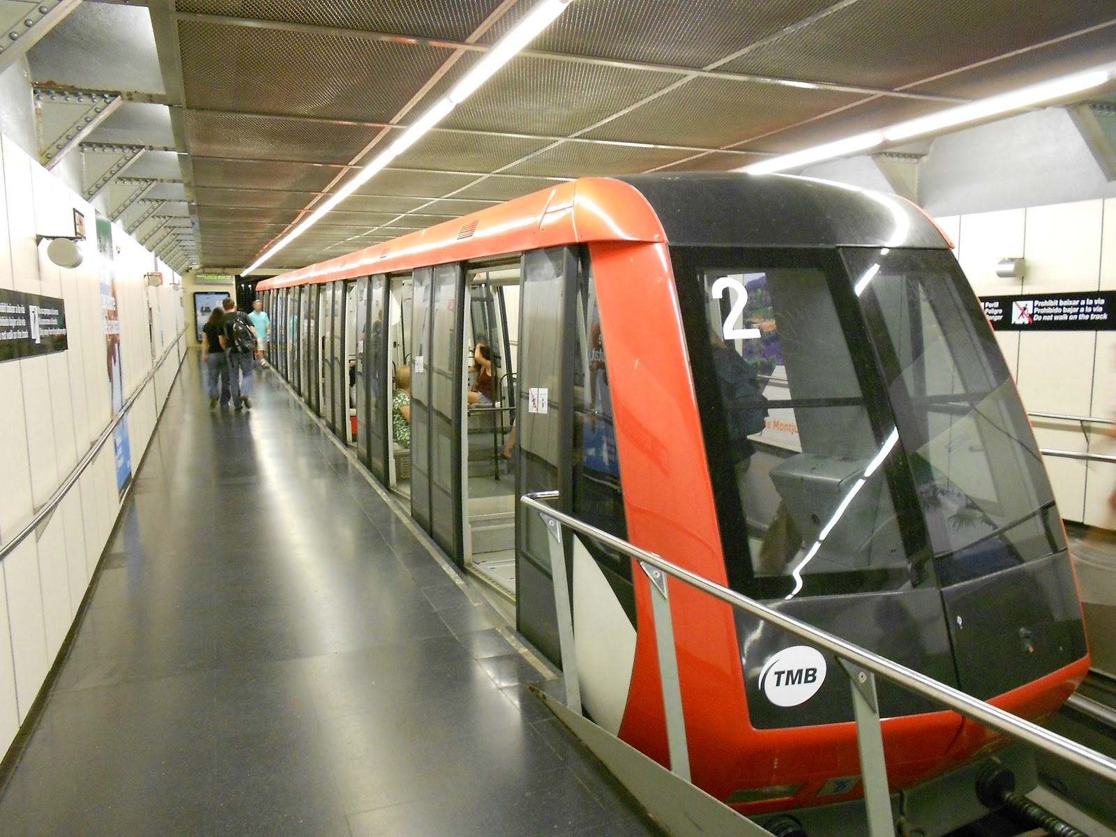 В аэропорт Барселоны запускают метро